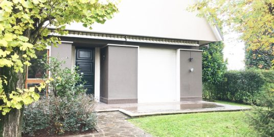 Villa In Residence