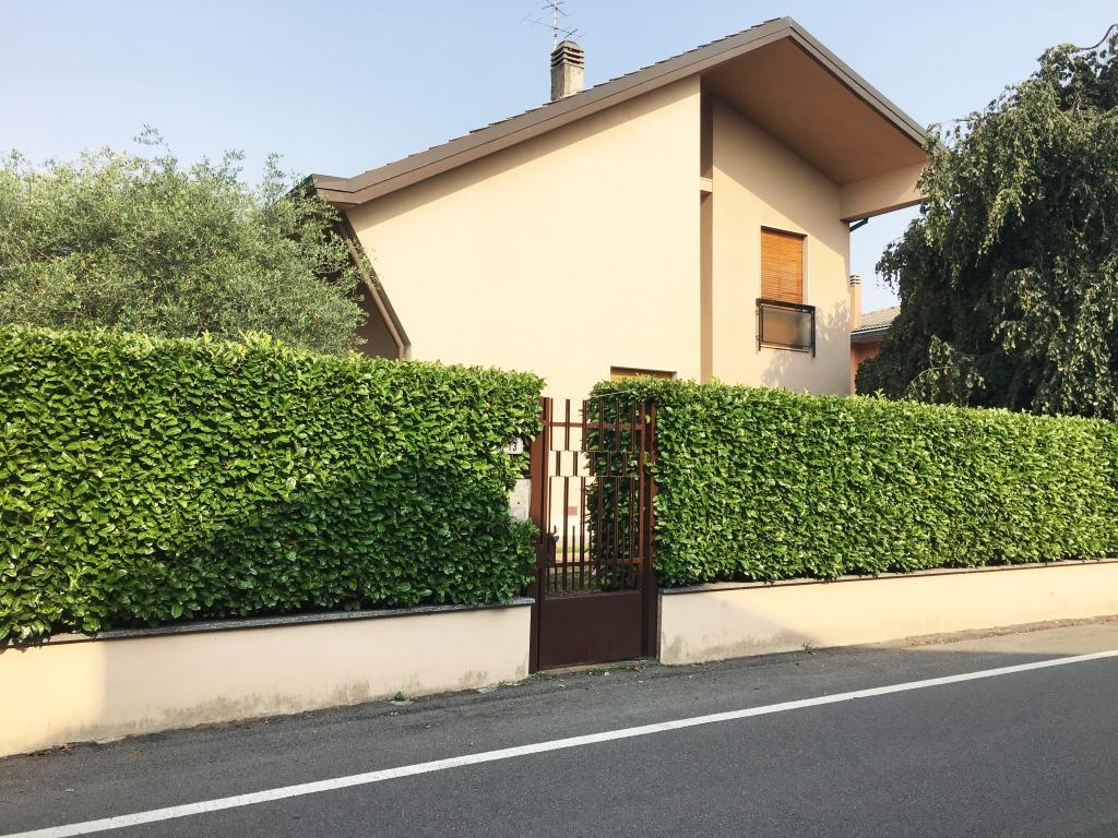 ARESE – VILLA con 6 camere in cosntesto Signorile